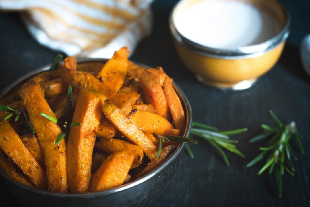 baked sweet potato fries with rosemary & garlic - vegan